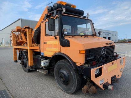 Mercedes-Benz Unimog U1650 дорожно-рельсовый оборудованный краном манипулятором